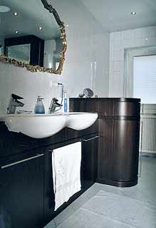 Waschtisch in Wenge formverleimt