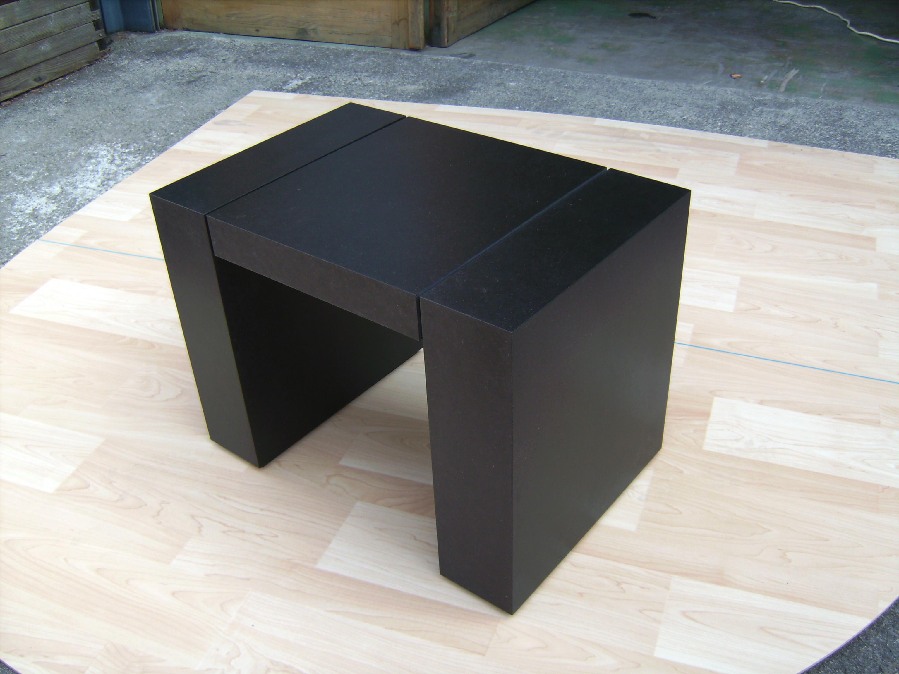 Tischchen mit massiver Optik in MDF auf Gehrung verleimt