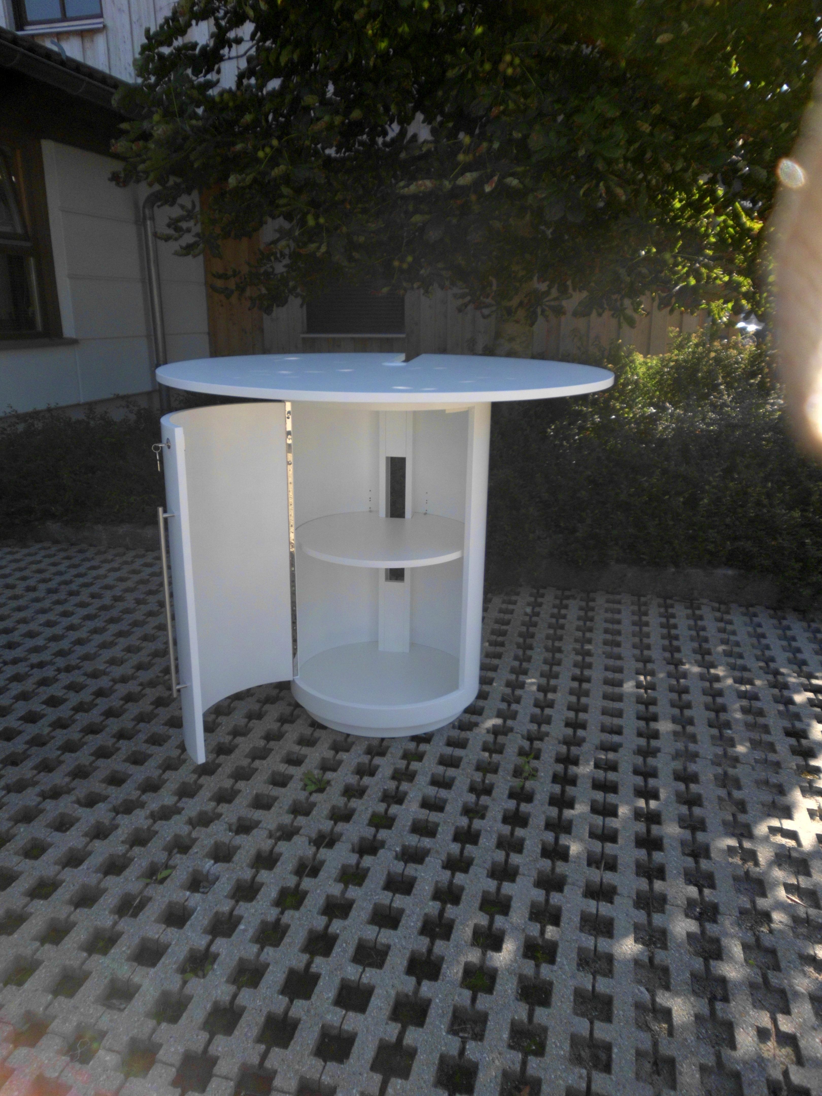 Verkaufstisch als runde Säule formverleimt mit Tür