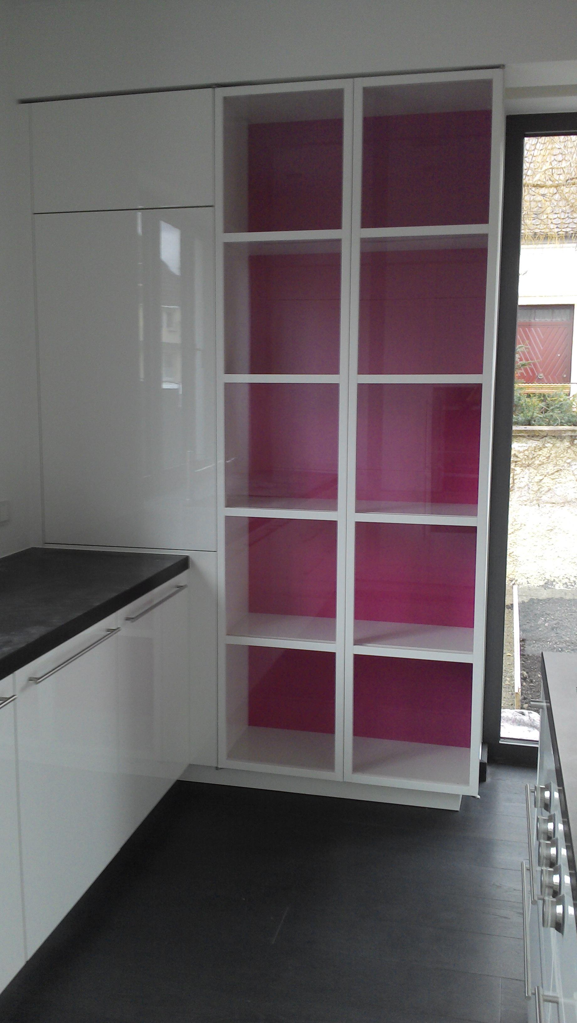 Küchenglasvitrine in hochglanz lackiert