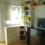 Wohnzimmer Regalwand mit Anbausideboard und Überbau
