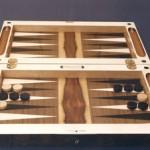 Backgammon Spiel klappbar mit Schloss und Klappscharnier. Intarsien in Ebenholz,