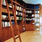 Klassische Bücherschrankwand in Cherry/amerikanischer Kirschbaum mit profilierten Lisenen