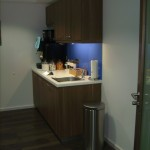 Küche mit Nußbaumfronten Arbeitsplatten in LG HIMCS