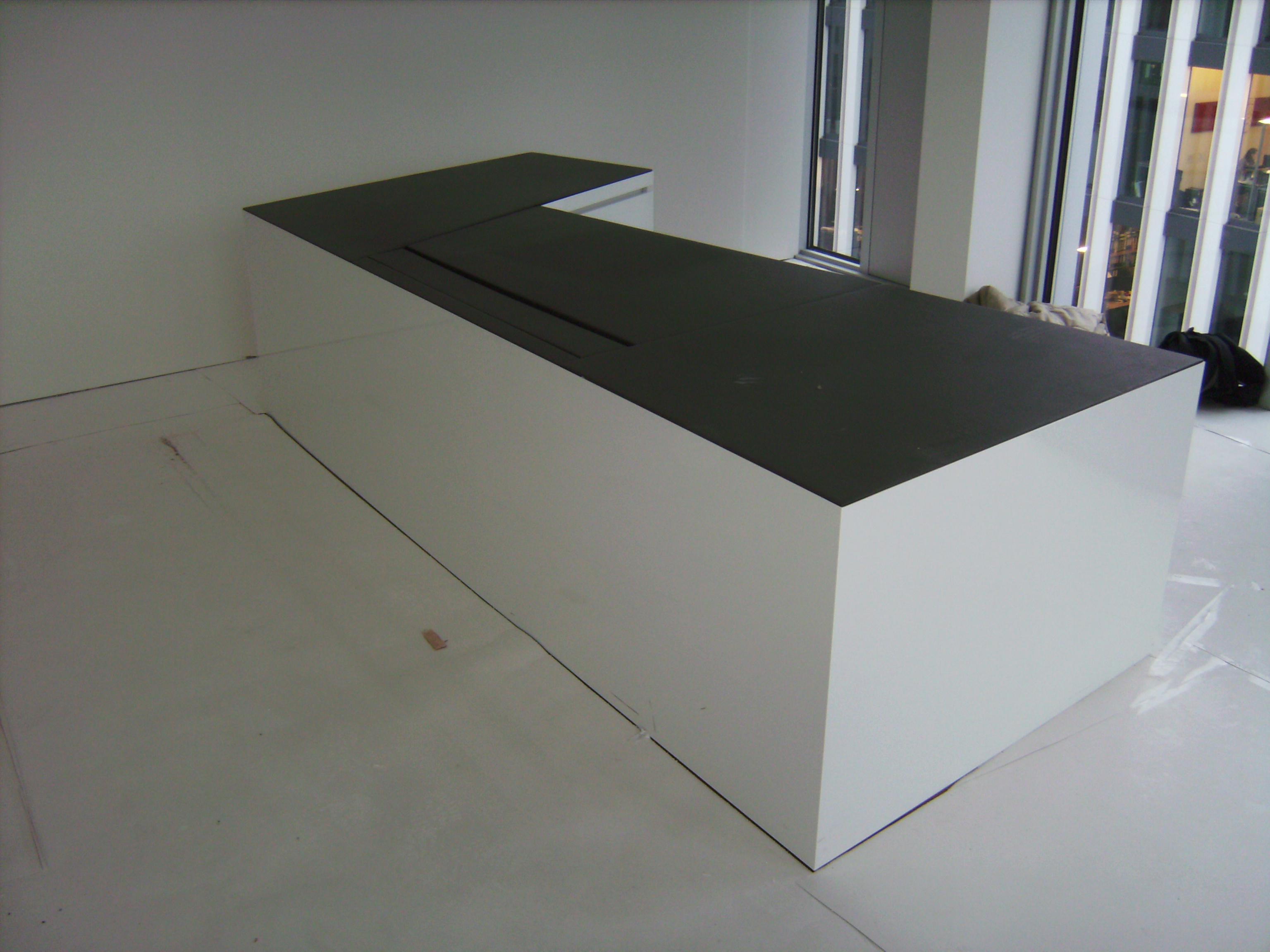 Schreibtisch geschlossen mit Linoleum