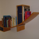 Bücherboard formverleimt in Erle furniert