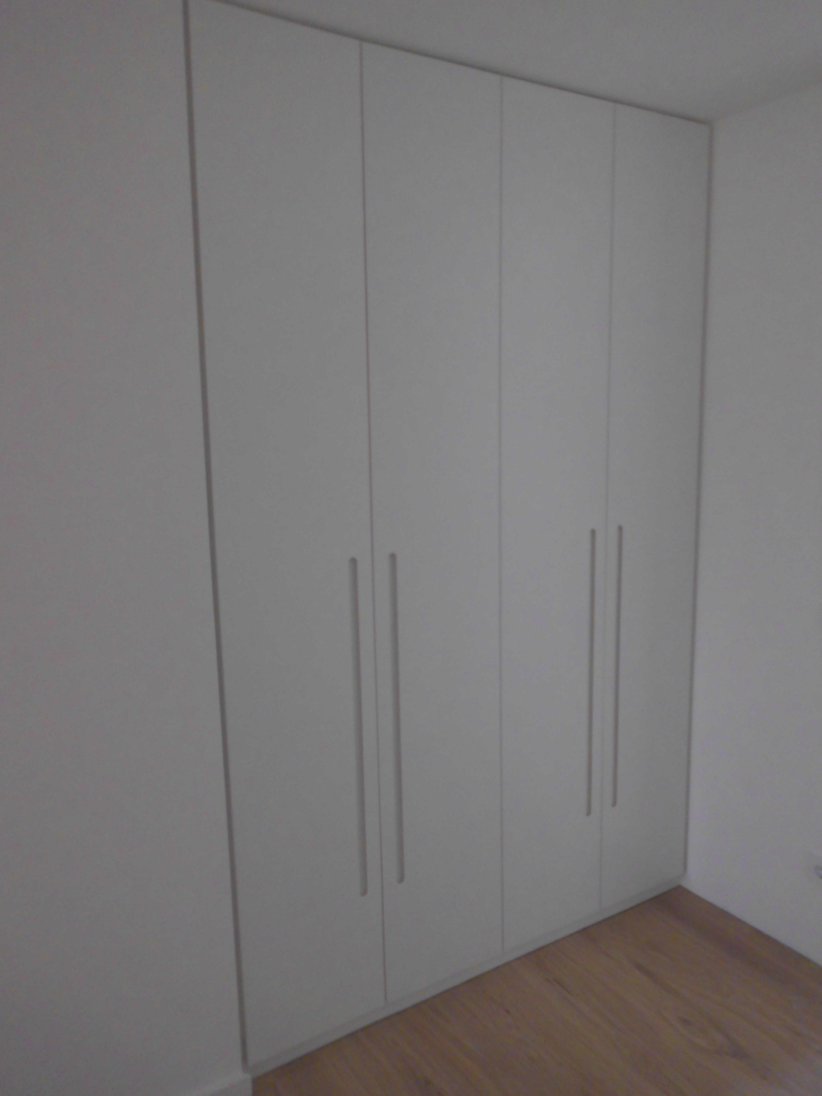 Garderobenschrank in Lack