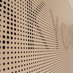 Panelwand mit Schallschutz Fräsung