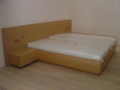 Doppelbett mit Kopfteil in Kiefer