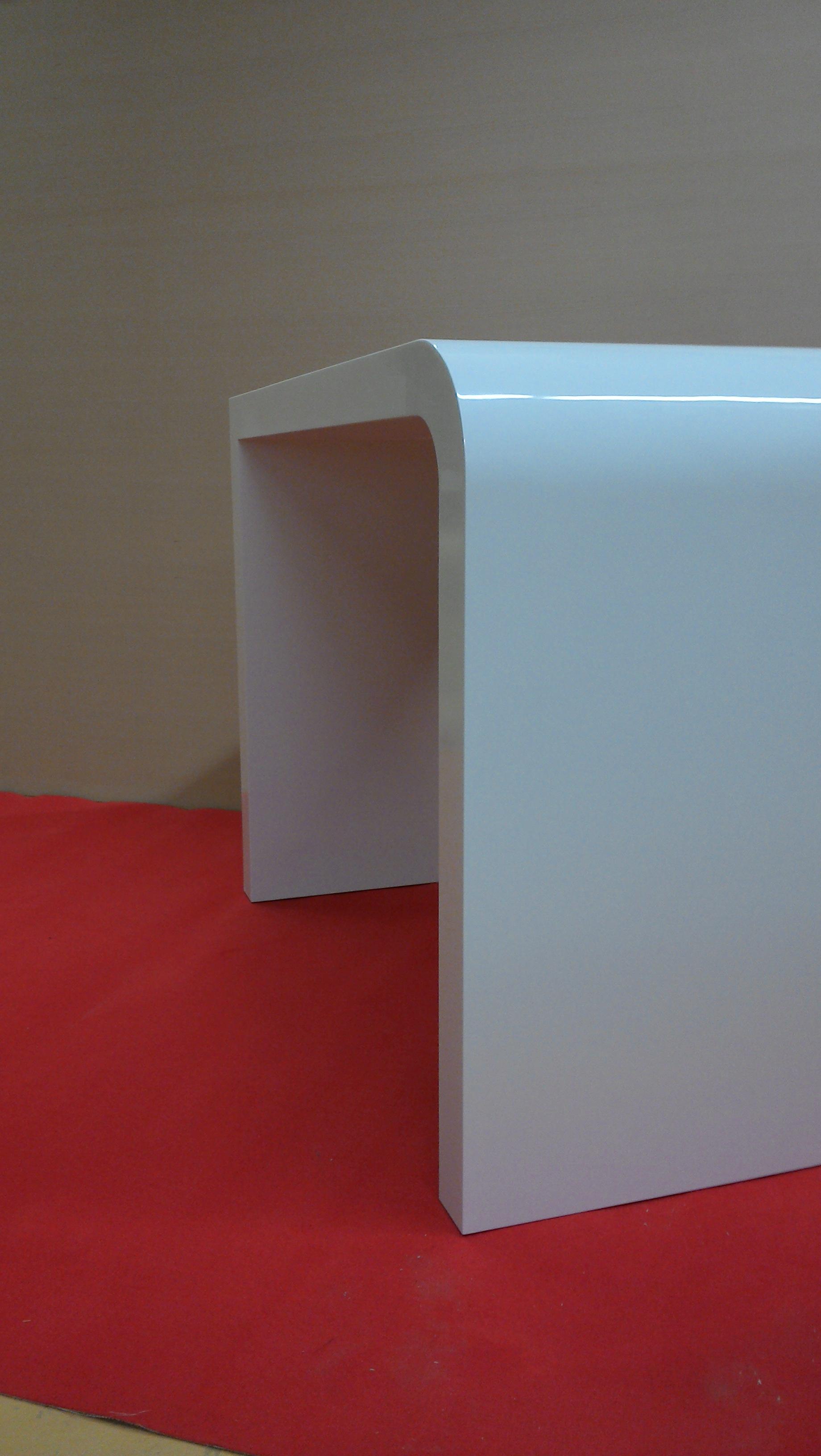 Stehtisch mit runden Ecken ca. 80 mm stark in RAL 7035 hochglanz lackiert