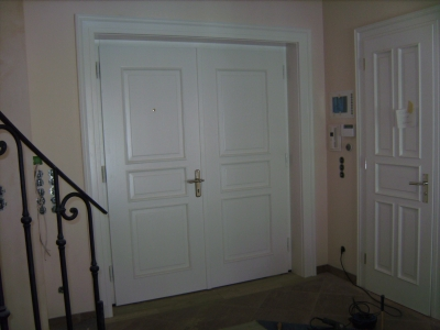 Haustür 2-flügelig auf Antik mit Kältefeind und Alarmanlage integriert