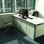 Schreibtisch mit Blende